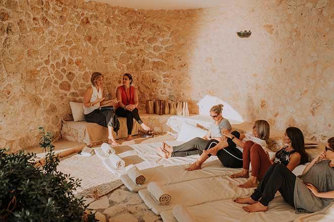 Emily-Perrier-and-Sarah-Grant-retreats