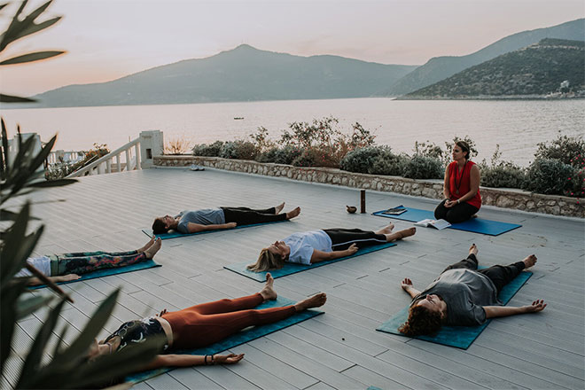 Emily-Perrier-yoga-class-Turkey